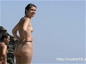 i enjoy to be naked on the bare beach