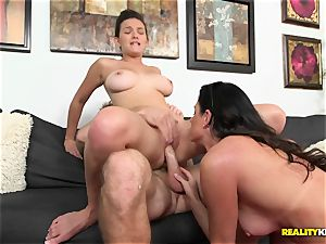 India Summers gets her mitts on super-naughty duo