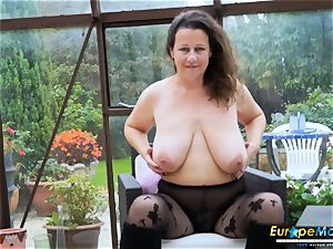 EuropeMaturE super-hot buxom Solo dame toying Alone