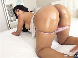 meaty ass Rose Monroe well-lubed up and analled