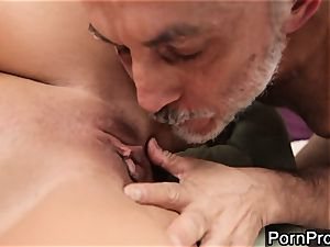 hoe Alanah Rae gets munched out by a wrinkly grandpa