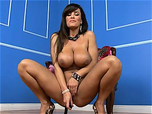 jaw-dropping Lisa Ann wedges her faux-cock deep in her raw beaver