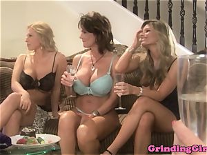 Bigtitted girl-on-girl straponfucked in 3some