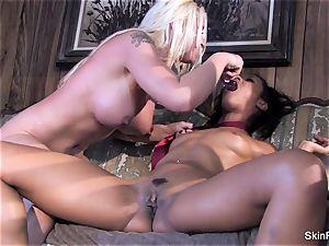 Leya flashes skin how to please a girl