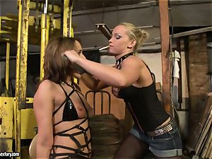 Andy dark-skinned and Kathia Nobili truss and frosting of jaws