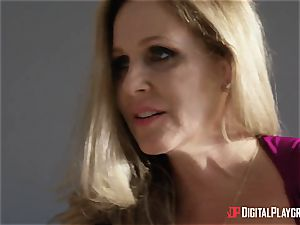 intercourse with huge-chested housewife Julia Ann and her stepdaughter
