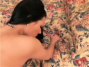 Jade Ivy gets messy and rails her man's banana