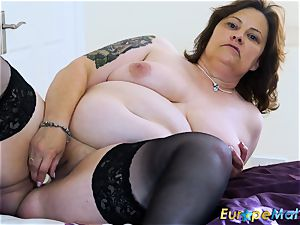EuropeMaturE big-titted chubby Solo playing onanism