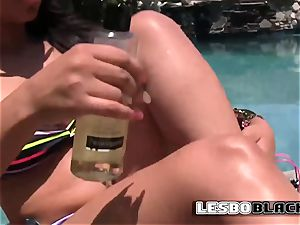 ebony lesbos gobble on their insatiable muffins by the pool