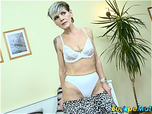 EuropeMaturE jaw-dropping grannie Ivana Solo fingering