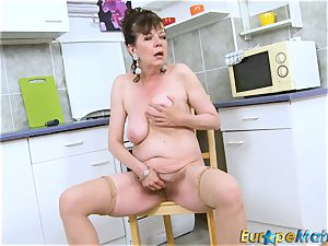EuropeMaturE furry cooter grandmother Solo seduction