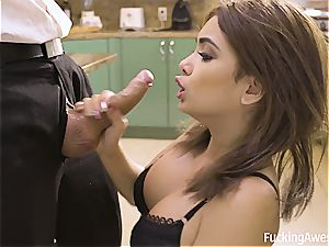 young housewife Aaliyah gives the driver a highly super hot exclusive apex