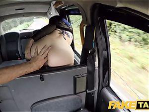 faux taxi Spanish dame Liz Rainbow likes rectal