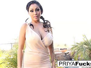 Backyard solo with Indian porn industry star Priya Rai