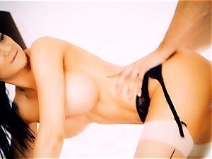 Jasmine Jae spanking molten ash-blonde maid Tamara Graceass after cuckold on the husband