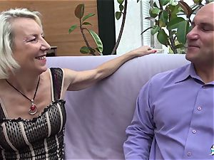 La Cochonne - French mature gets her rump hole gaped