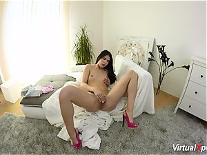 dame Dee fumbles her clit till she shoots a load