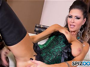 black-haired hotty Jessica Jaymes messes with her sexy minge